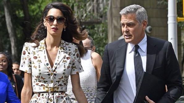 Amal, og eiginmaður hennar George Clooney, eiga tvíburana Alexander og ...