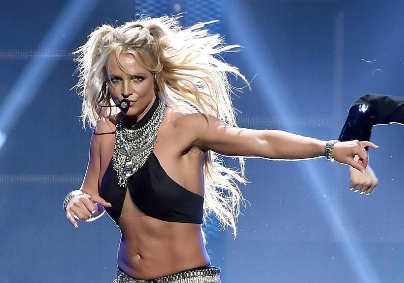 Britney Spears lenti í óskemmtilegu atviki á tónleikum sínum.