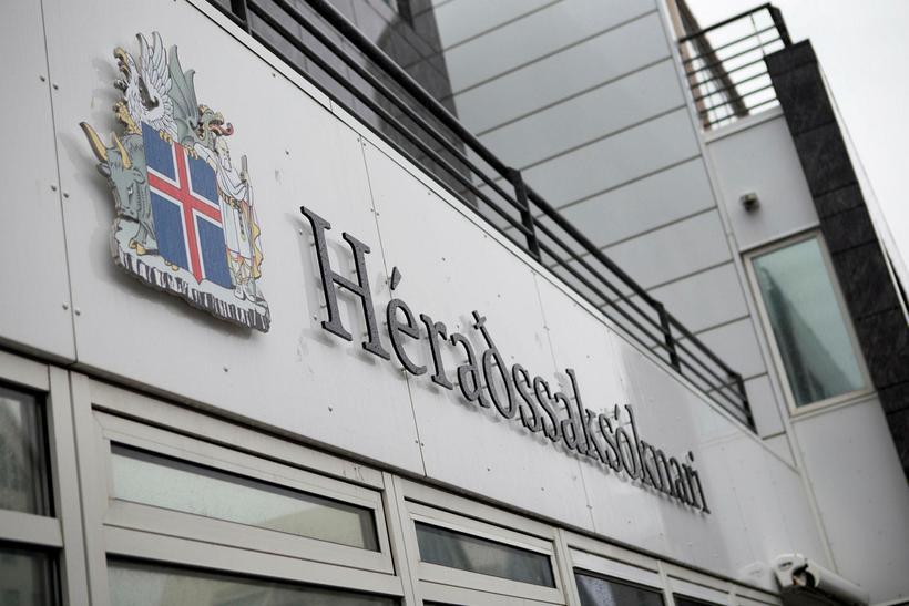 Embætti héraðssaksóknara hefur ákært konuna fyrir fjárdrátt.