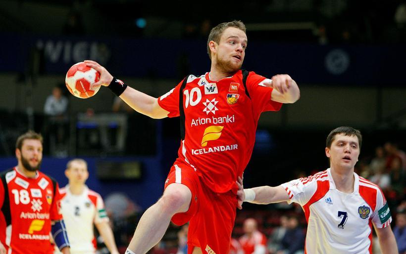 Snorri Steinn skorar gegn Rússum á EM 2010, þar sem …