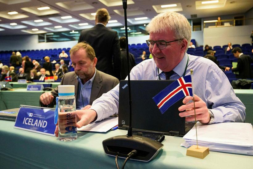 Jóhann Guðmundsson (right) at the annual meeting of the IWC ...