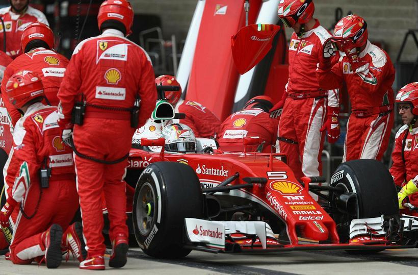 Sebastian Vettel í dekkjastoppi í Austin.
