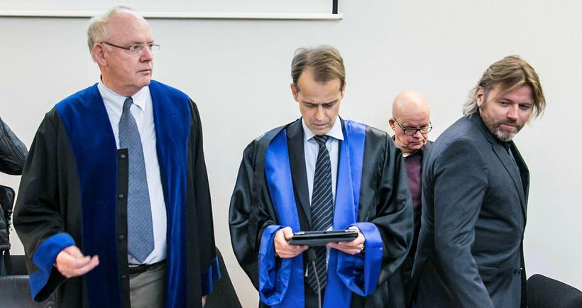 Verjendurnir Gestur Jónsson og Helgi Sigurðsson ásamt Bjarna Jóhannessyni og …