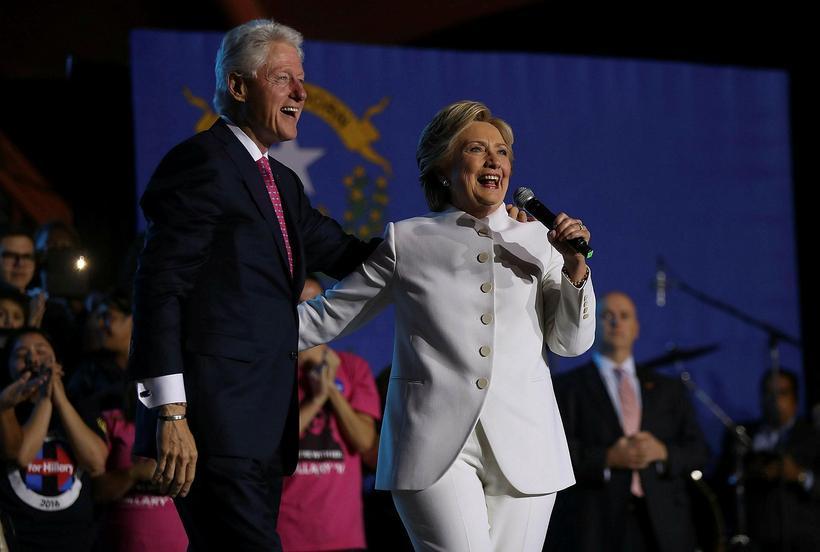 Bill Clinton, fyrrverandi forseti Bandaríkjanna og Hillary Clinton, frambjóðandi Demókrataflokksins. ...