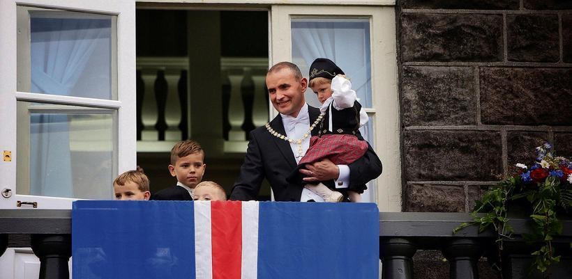 Guðni Th Jóhannesson forseti Íslands var settur í embætti árið ...