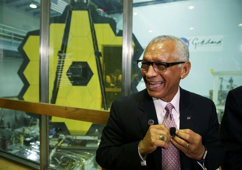 Charles Bolden, forstöðumaður NASA, var kampakátur þegar tilkynnt var að ...