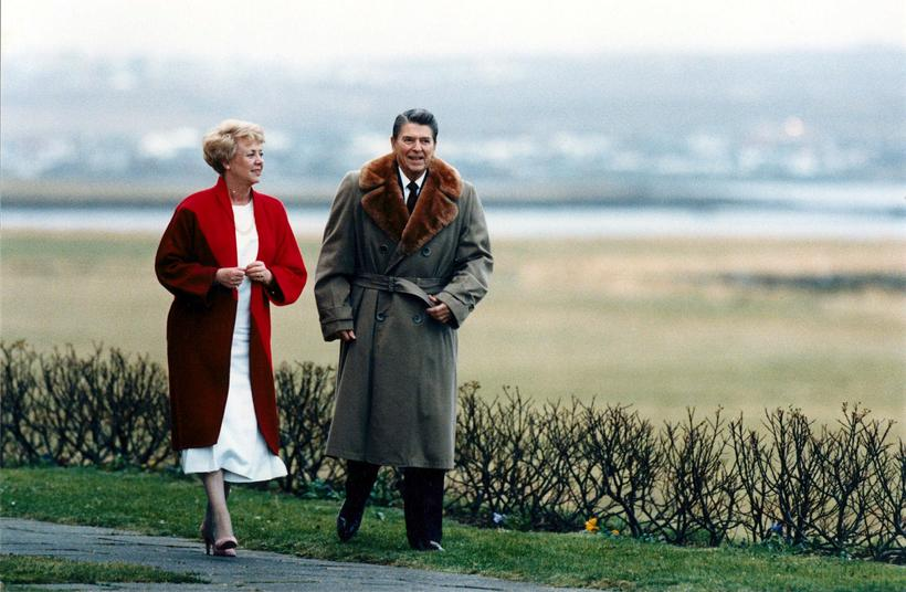 President Vigdís Finnbogadóttir and Ronald Reagan take a stroll at ...