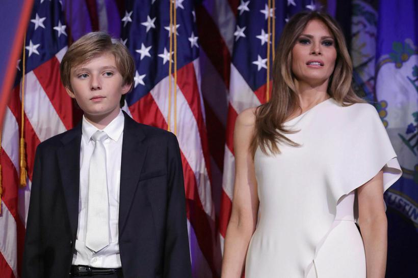 Melania Trump klæddist hvítum samfesting frá Ralph Lauren. Með henni …