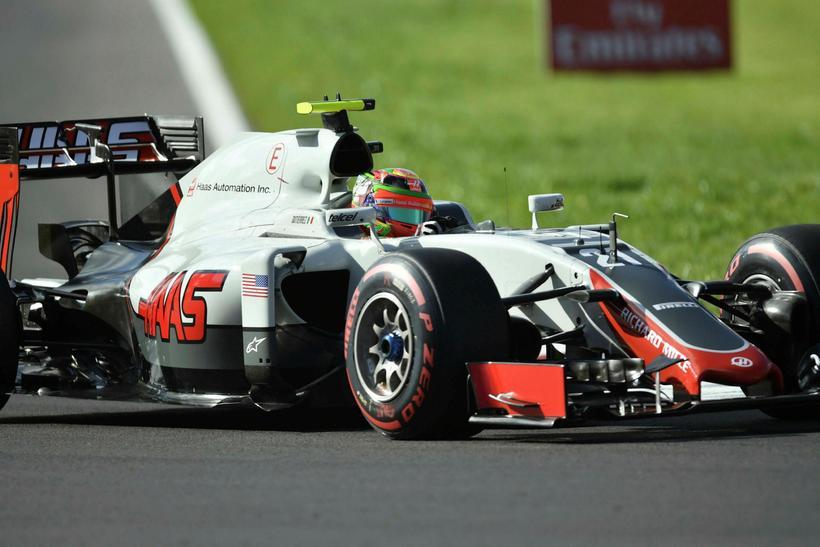 Esteban Gutierrez á ferð á Haas-bílnum á heimavelli í Mexíkó.