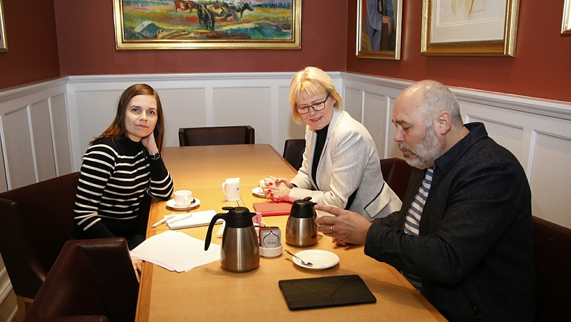 Katrín Jakobsdóttir with representatives of the Social Democratic Alliance.