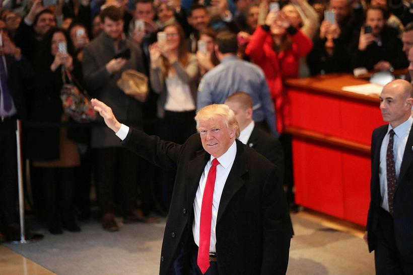 """Donald Trump hefur sagst telja loftslagsbreytingar vera """"gabb""""."""