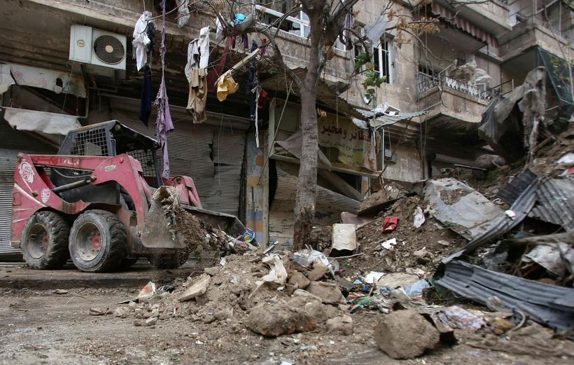 Leiðin rudd í Aleppo. Þessi mynd er tekin í desember …