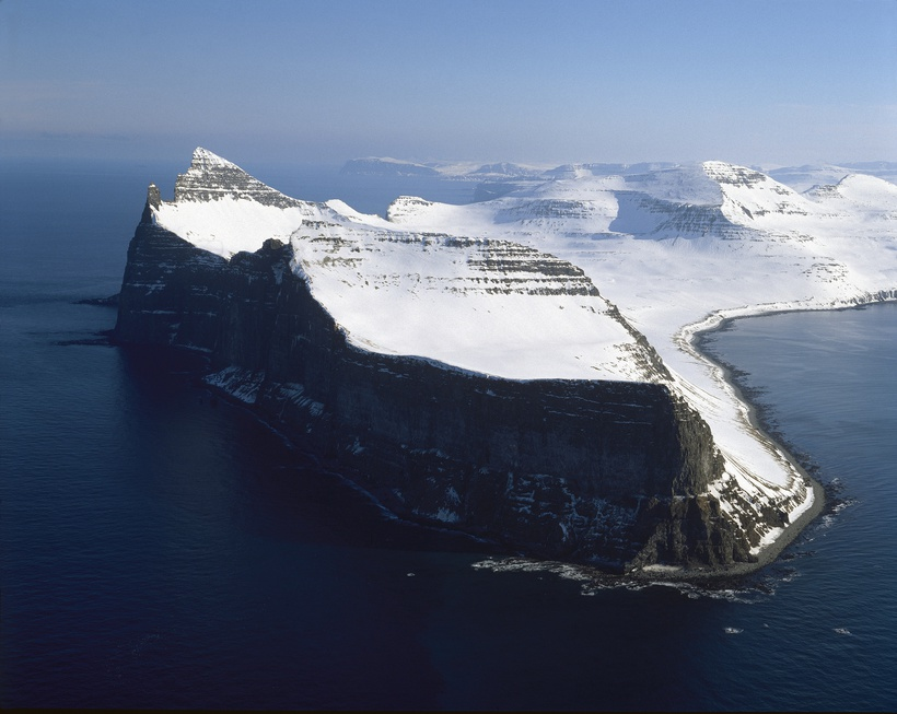Hornstrandir's characteristic is mountains and high, steep cliffs.