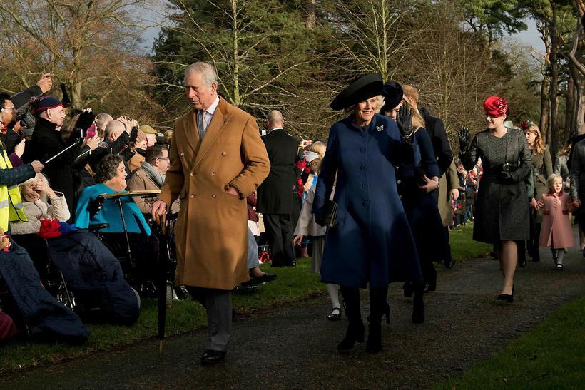 Karl og Camilla ganga til messu í morgun.