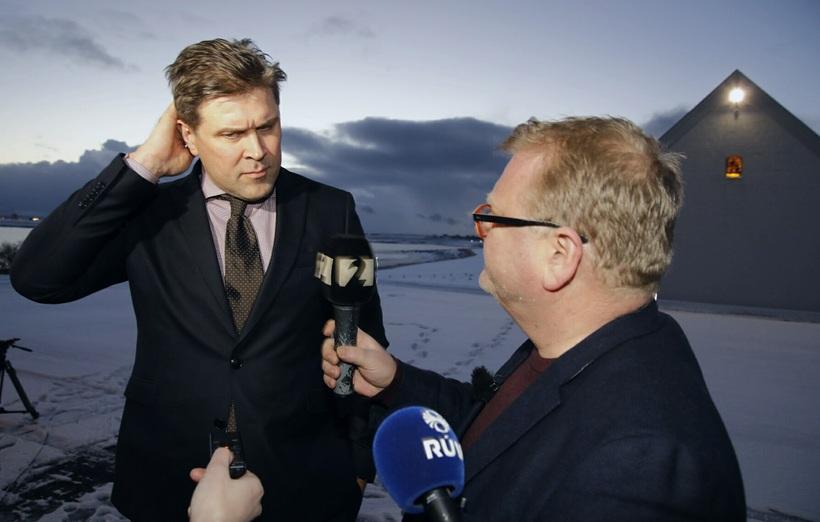 Bjarni Benediktsson fyrir utan Bessastaðir.
