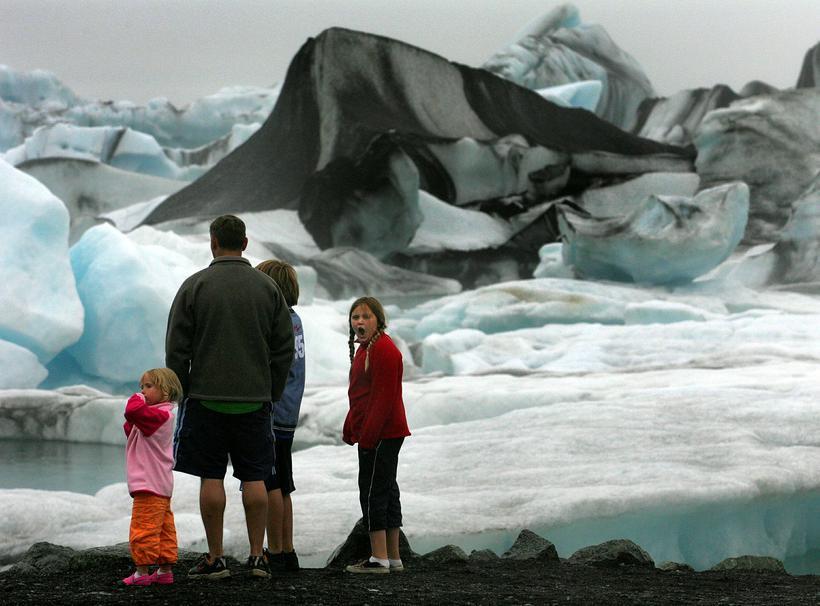 Einn vinsælasti ferðamannastaður landsins er Jökulsárlón á Breiðamerkursandi.