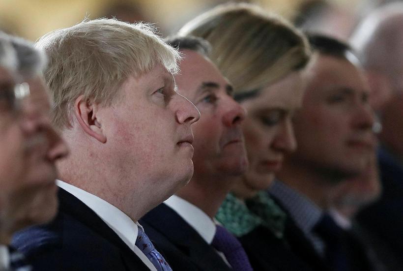Ráðherranir Boris Johnson, Liam Fox og Amber Rudd hlýða á ...