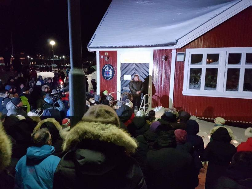Greenlanders show their unity with Icelanders over the tragedy surrounding ...