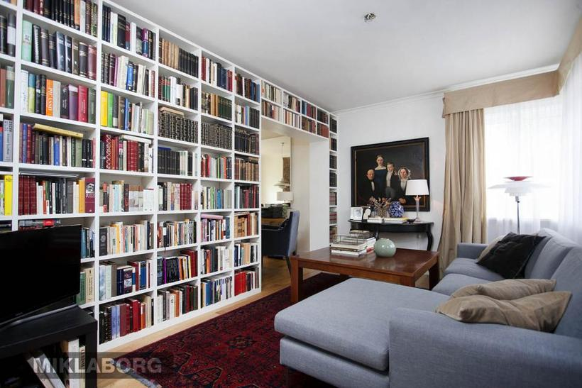 Books are also a dominatnt feature in the TV room.