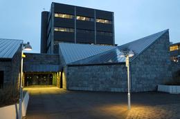 Þegar fjármagnshöftum var komið á hér á landi undir lok 2008 voru reglur um gjaldeyrismál settar með ákvæði til bráðabirgða