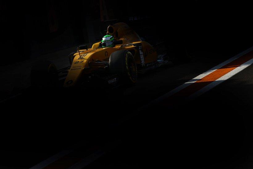 Renault á ferð.
