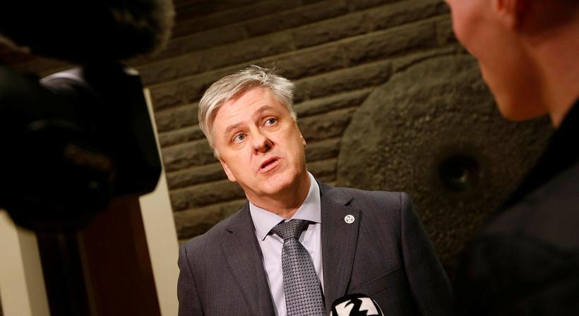 """Benedikt Jóhannesson fjármálaráðherra kallaði þingkonur """"hinar hagsýnu húsmæður"""" í pontu ..."""