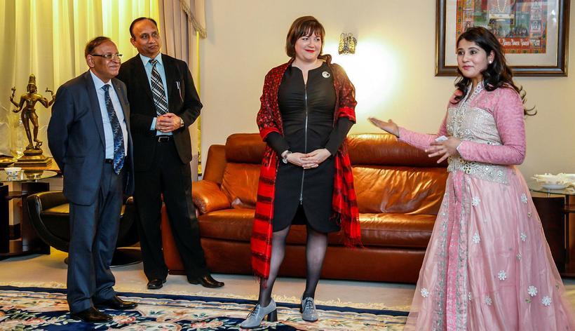 Hér er Dr. Harbeen Arora, stofnanda All Ladies League sem …