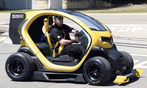 Hülkenberg fer ekki langt í keppni á þessum Renault. Hér ...
