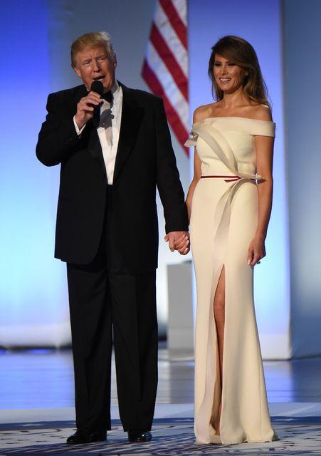 Kjóll frú Trump er frá Herve Pierre.