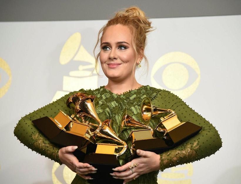 Adele er að skilja.