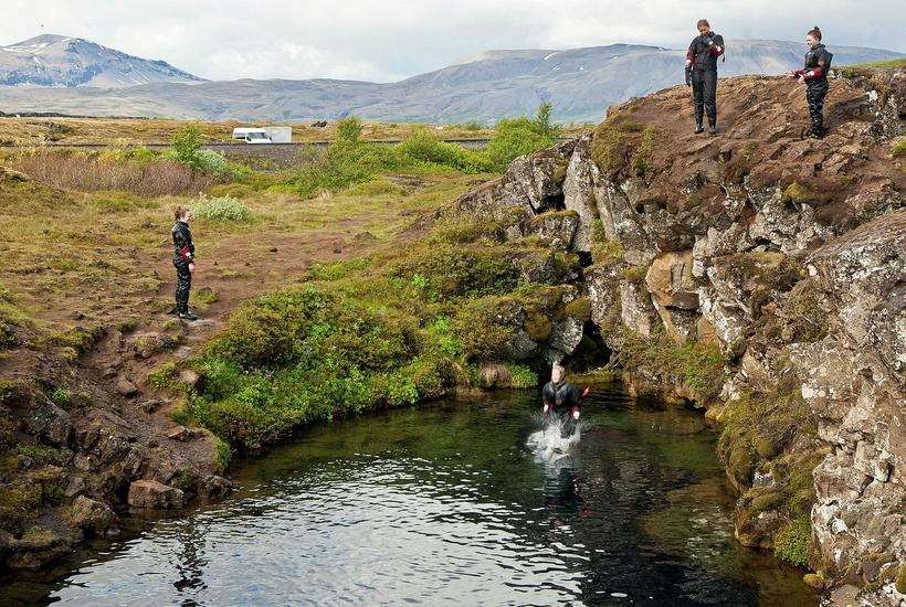 Búið er að loka Silfru.