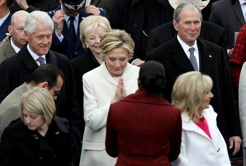 Forsetaframbjóðandinn og fyrrverandi utanríkisráðherrann Hillary Clinton klæddist oft hvítu í ...