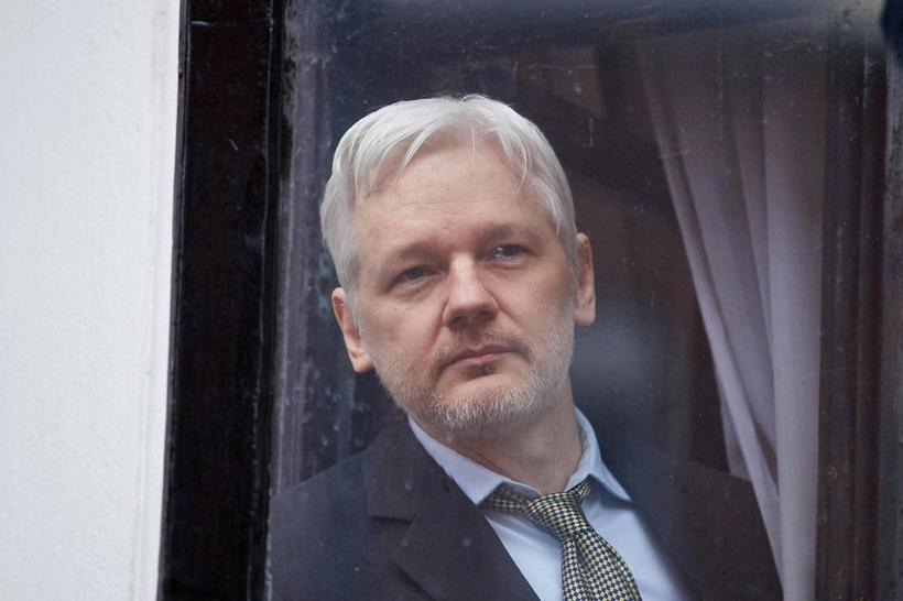 Julian Assange hefur dvalið í sendiráði Ekvador í Lundúnum frá ...