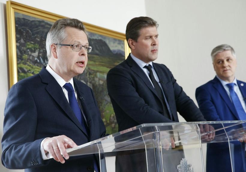 Már Guðmundsson, seðlabankastjóri, Bjarni Benediktsson, forsætisráðherra og Benedikt Jóhannesson, fjármálaráðherra, ...