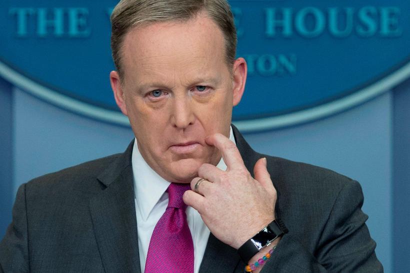 Sean Spicer segist ekki hafa haft neina stjórn á Twitter-reikningi ...