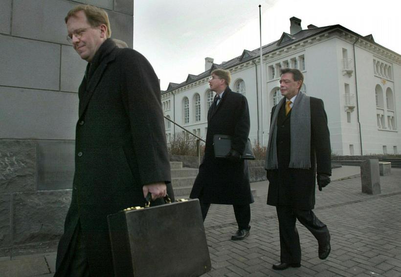 Samkomulag um sölu á stærstum hlut ríkisins í Búnaðarbanka Íslands. …