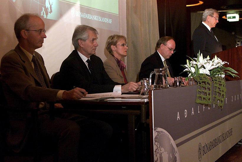Frá aðalfundi Búnaðarbankans árið 2003. Kristinn Zimsen fundarritari, Stefán Pálsson …