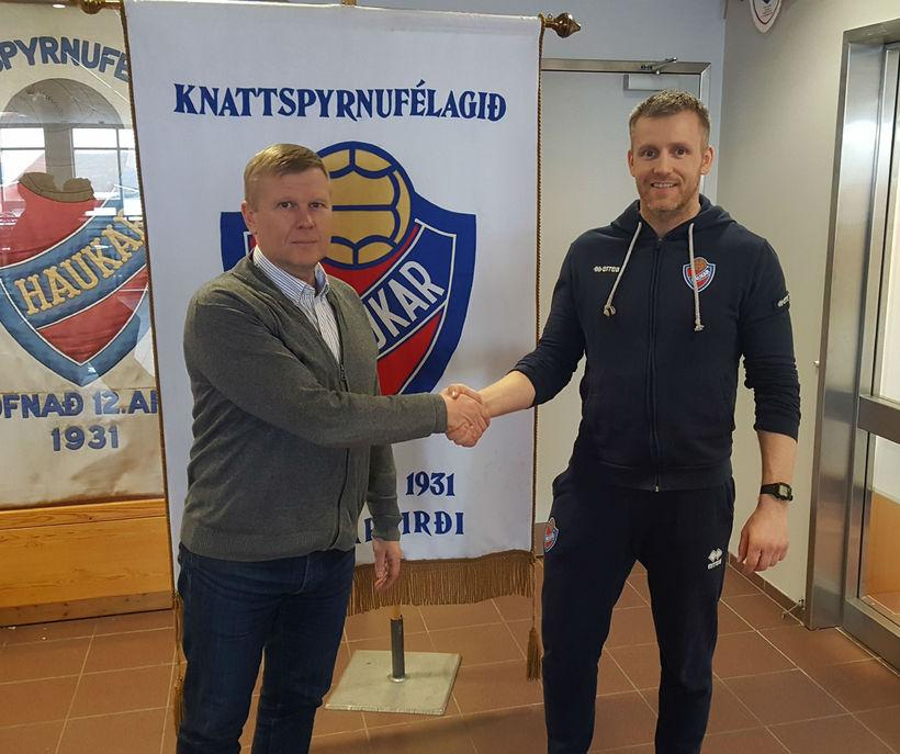 Jónas Jónmundsson, formaður kkd. Hauka, og Vilhjálmur Skúli Steinarsson.