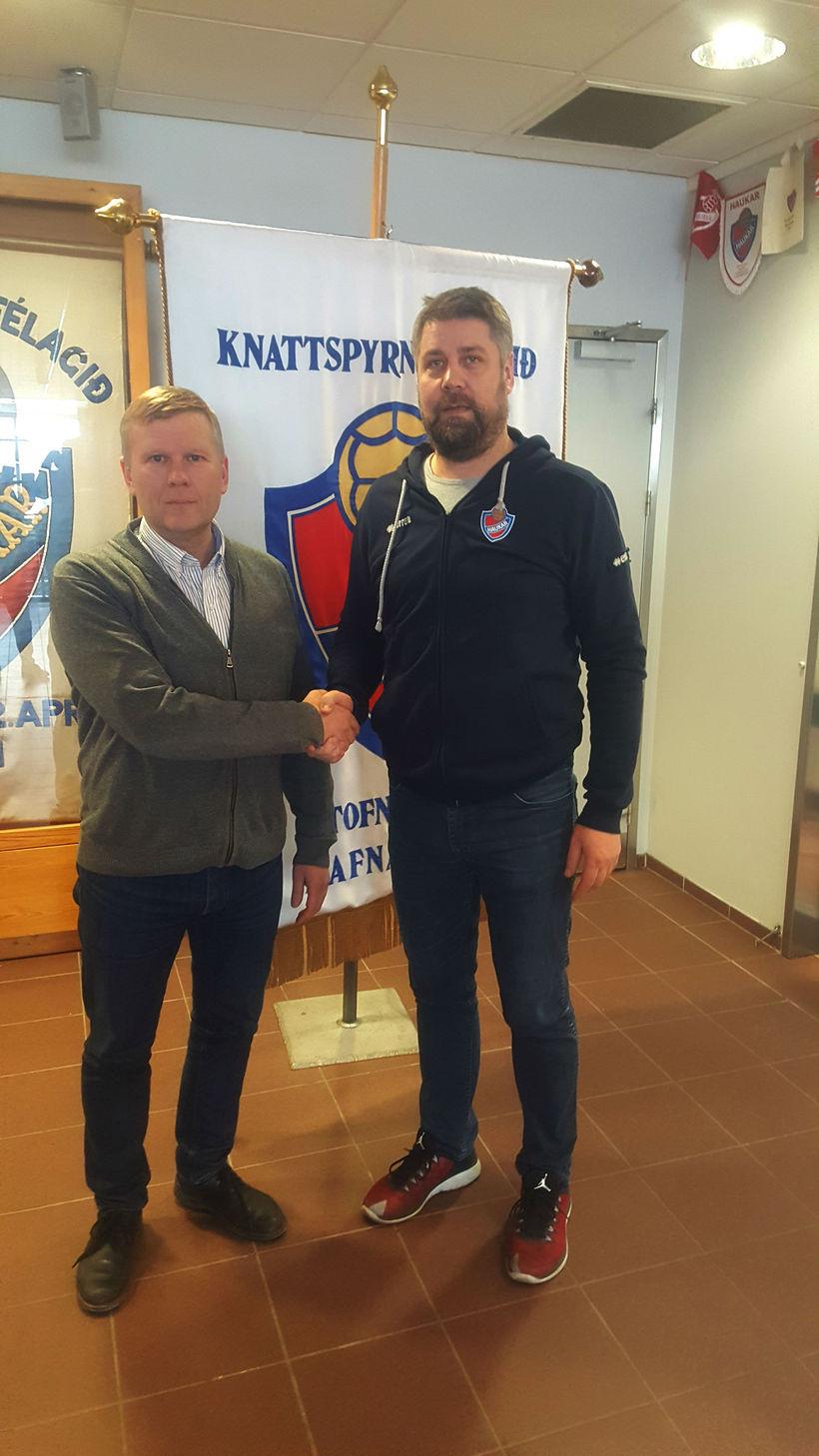 Jónas Jónmundsson, formaður kkd. Hauka, og Ívar Ásgrímsson.