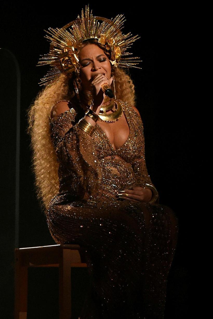 Beyoncé kom fram árið 2017 ólétt með geislabaug.