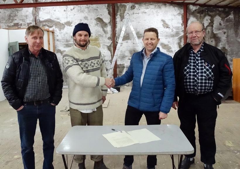 Frá vinstri: Gunnar Sverrisson verksmiðjustjóri, Lasse Høgenhof skólastjóri, Gunnþór B. ...