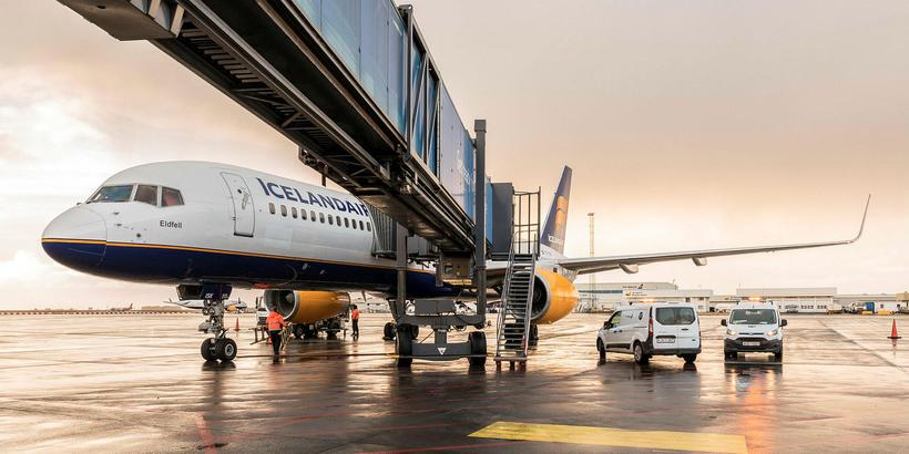 Icelandair-þota á Keflavíkurvelli.