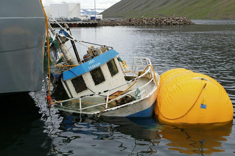 Jóni Hákoni komið aftur á flot.