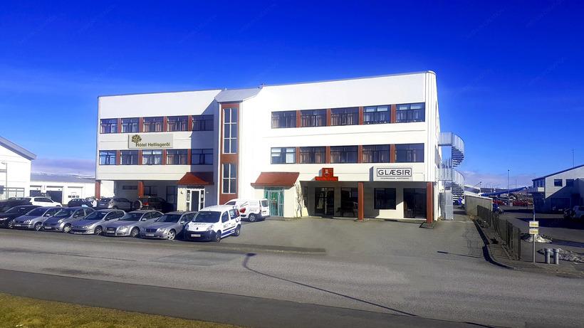 Hótel Hellisgerði stendur við Bæjarhraun 4.