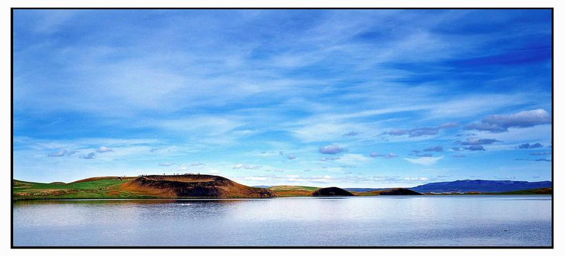 The autumn colours in Mývatn are beautiful.