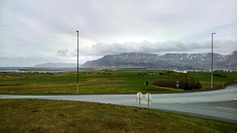 Hér er horft yfir hluta Blikastaðalandsins frá gatnamótunum vestur af ...