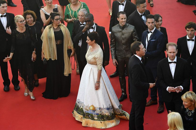 Miri Regev mætti á rauða dregilinn í Cannes í kjól ...