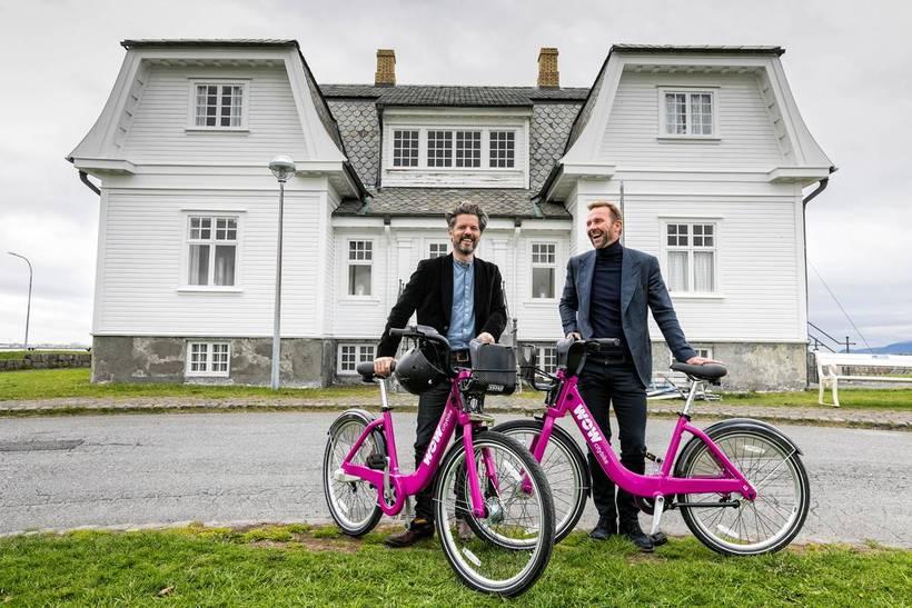 Dagur B. Eggertsson, Mayor of Reykjavik and Skúli Mogensen with ...