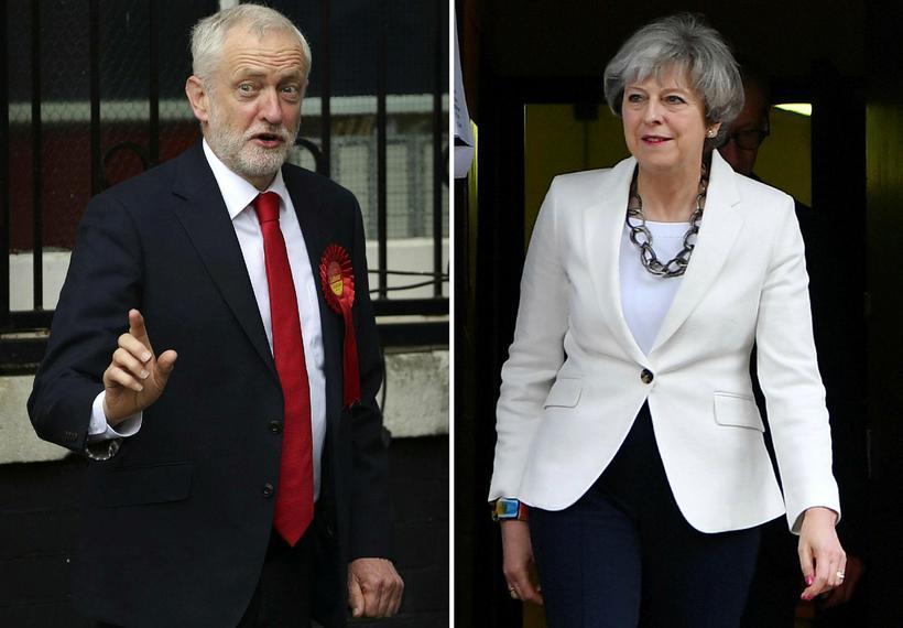 Jeremy Corbyn og Theresa May á kjörstöðum í dag.