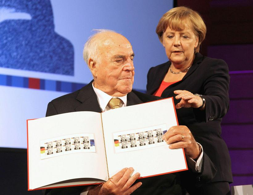 Kohl árið 2012 ásamt Angelu Merkel, kanslara Þýskalands.